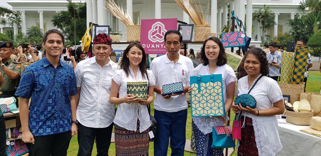 Presiden Jokowi dengan Founders DU ANYAM