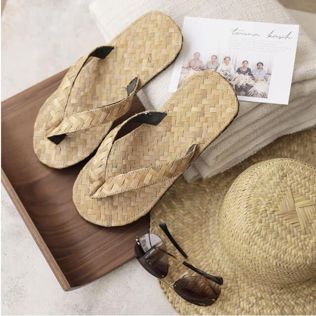 Hotel Amenities berupa Slippers Sandal Hotel Anyaman, Topi Anyaman, dan Tas Anyaman