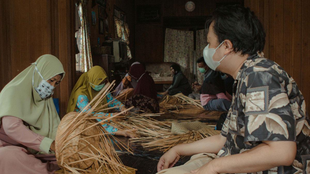 Menganyam Anyaman Purun Kalimantan Selatan